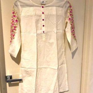 White and pink embroidered kurta tunic